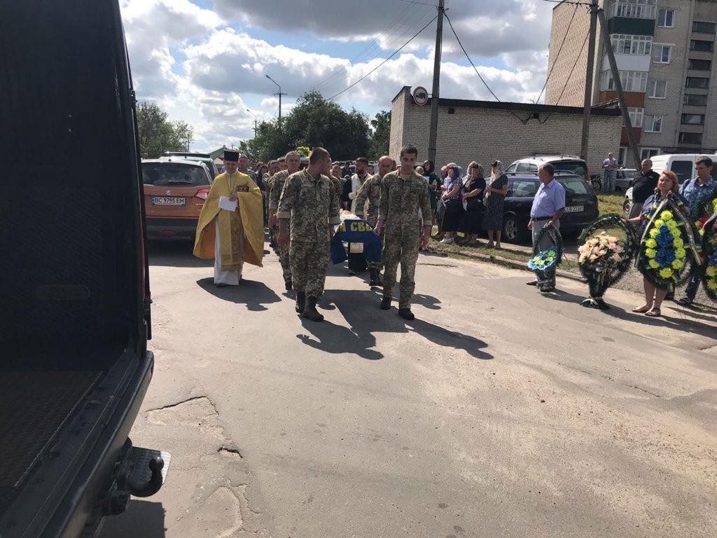 На Волині попрощалися із воїном Василем Крищуком. ФОТО