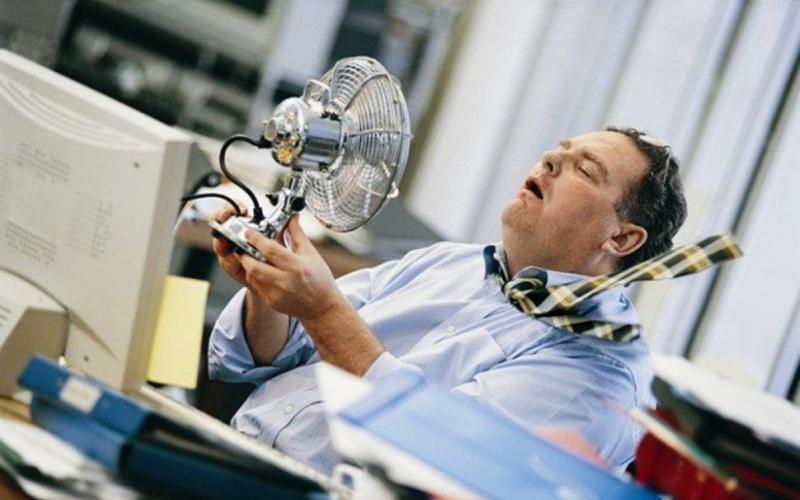 Волинянам дали поради, як рятуватися від спеки на роботі