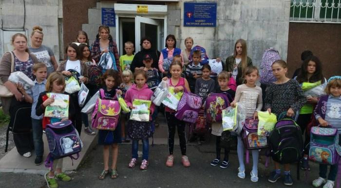 У Луцьку школярам із малозабезпечених сімей подарували рюкзаки