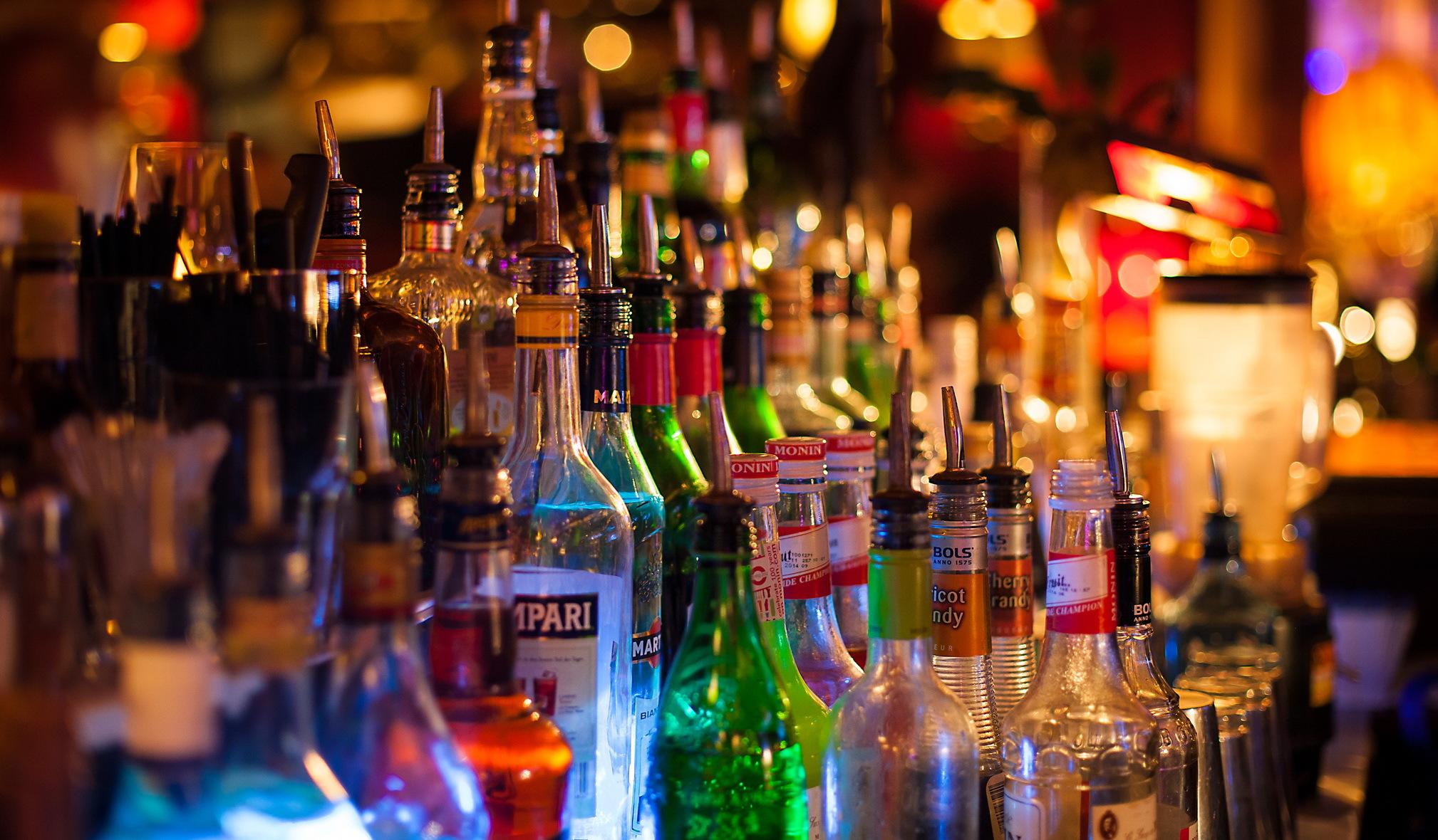 Волинські податківці за півроку виявили понад 300 порушень на ринку алкоголю і тютюну
