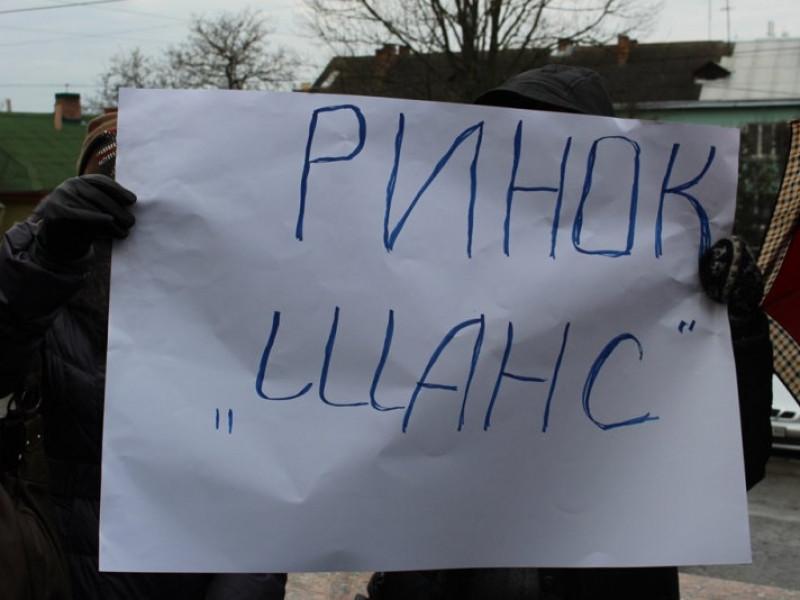 Депутати Луцькради не поновили оренду ділянок під ринками