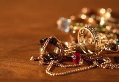 У Нововолинську зловмисниця викрала у 18-річної дівчини золото і гроші
