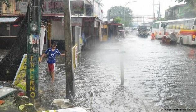 На Філіппіни обрушився потужний тайфун. ВІДЕО