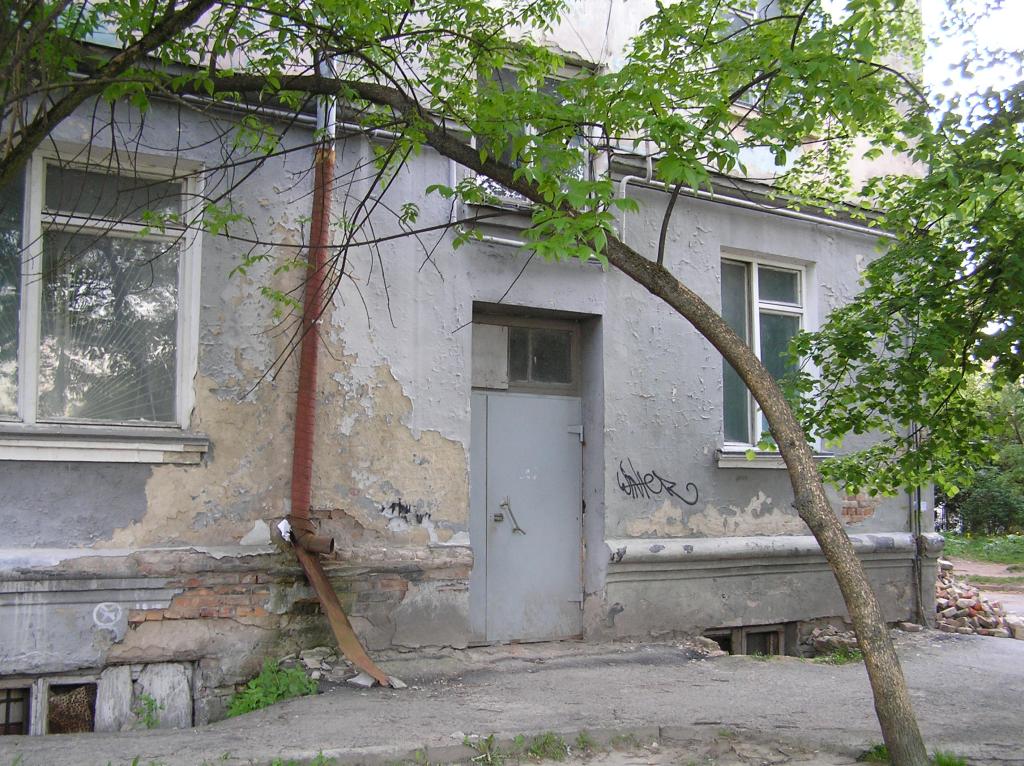 У Луцьку мешканці нарікають, що біля їхнього будинку наркопритон та напади на людей