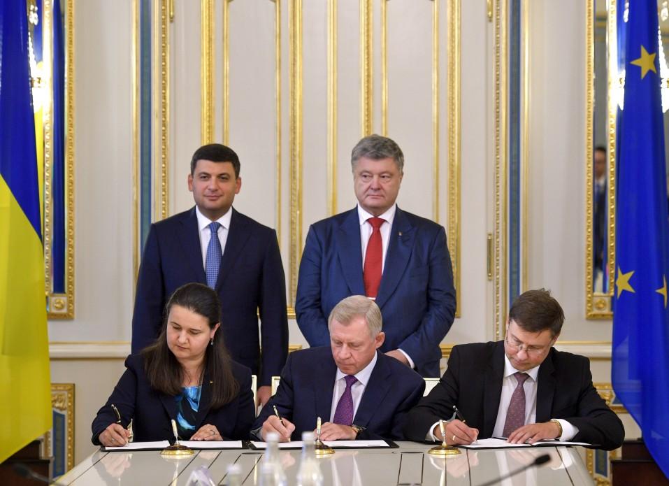 Україна та ЄС підписали угоду про мільярдну фіндопомогу