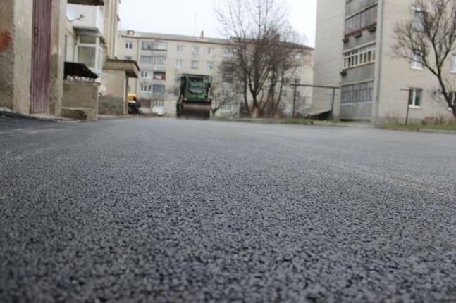 На Кравчука проведуть додаткові роботи на прибудинкових територіях
