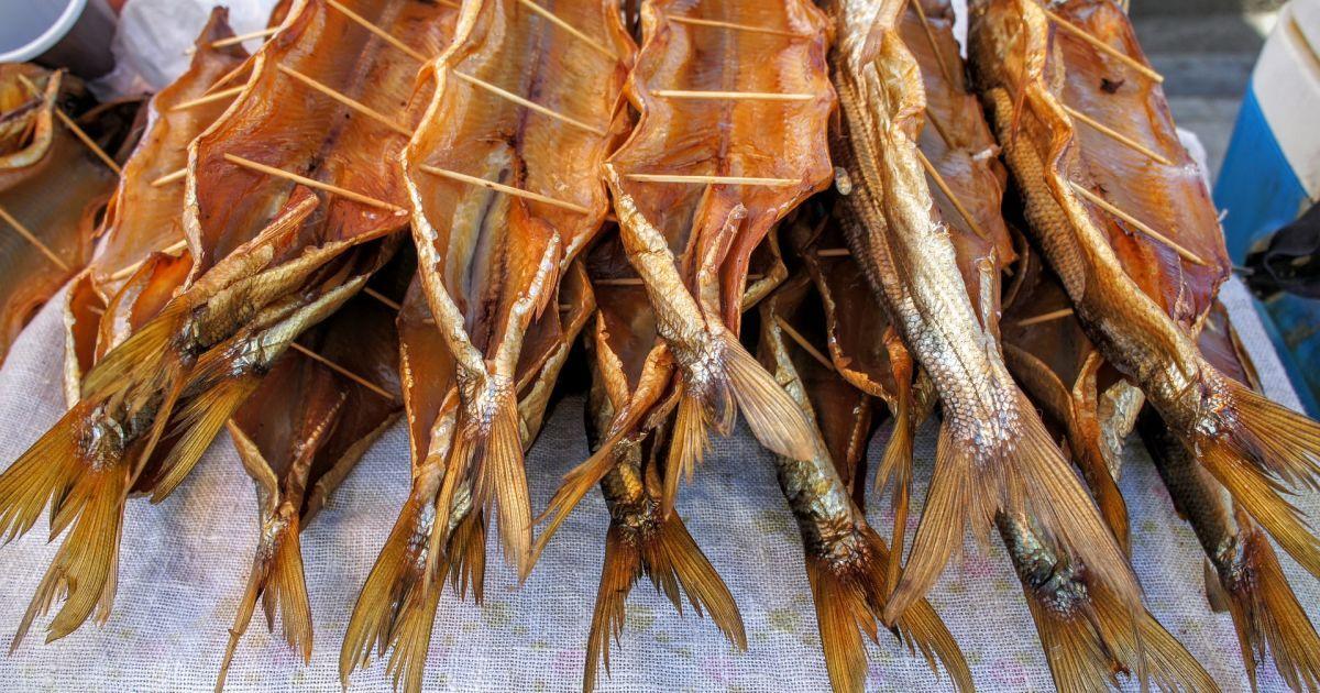 МОЗ України закликає утриматись від споживання в'яленої риби