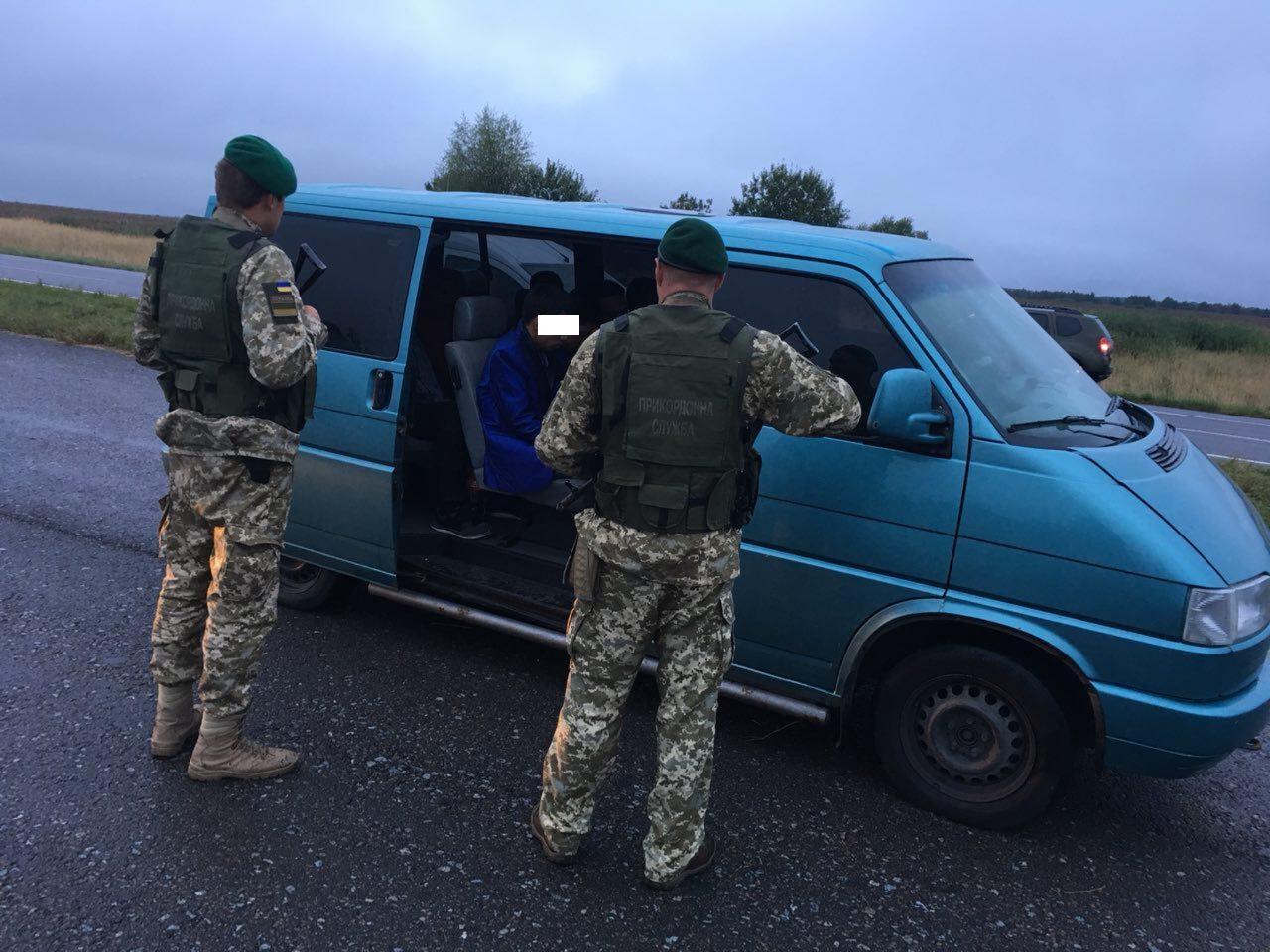 Українець перевозив семеро громадян Бангладеш без документів через Волинь в ЄС