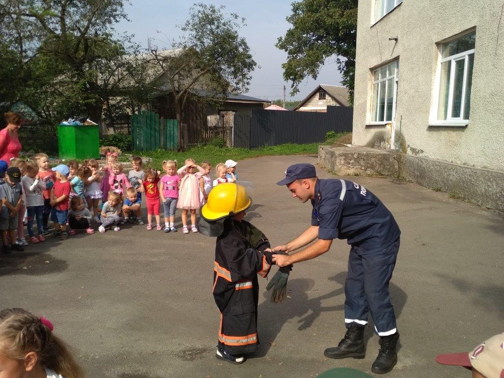 Волинські рятувальники навчали дошкільнят правил безпеки. ФОТО