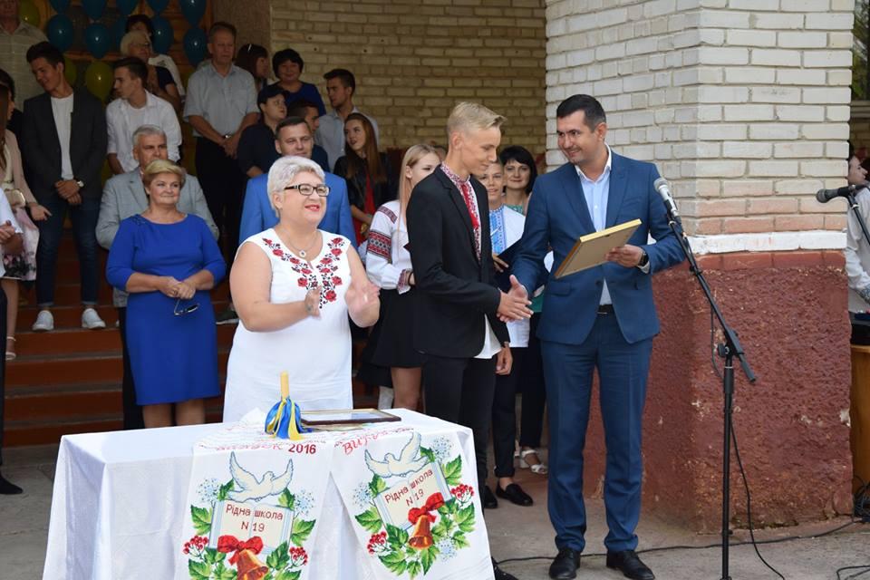 Син депутата Волиньради виграв подорож в «Артек–Буковель» для усього класу