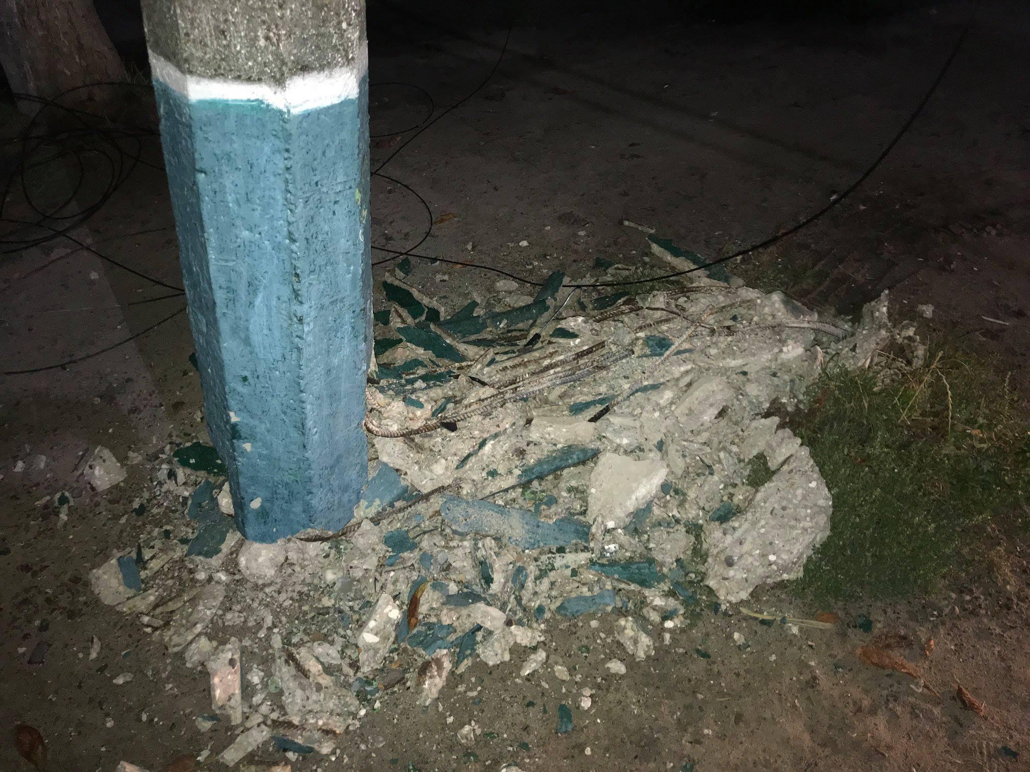 На Волині автомобіль збив електроопору