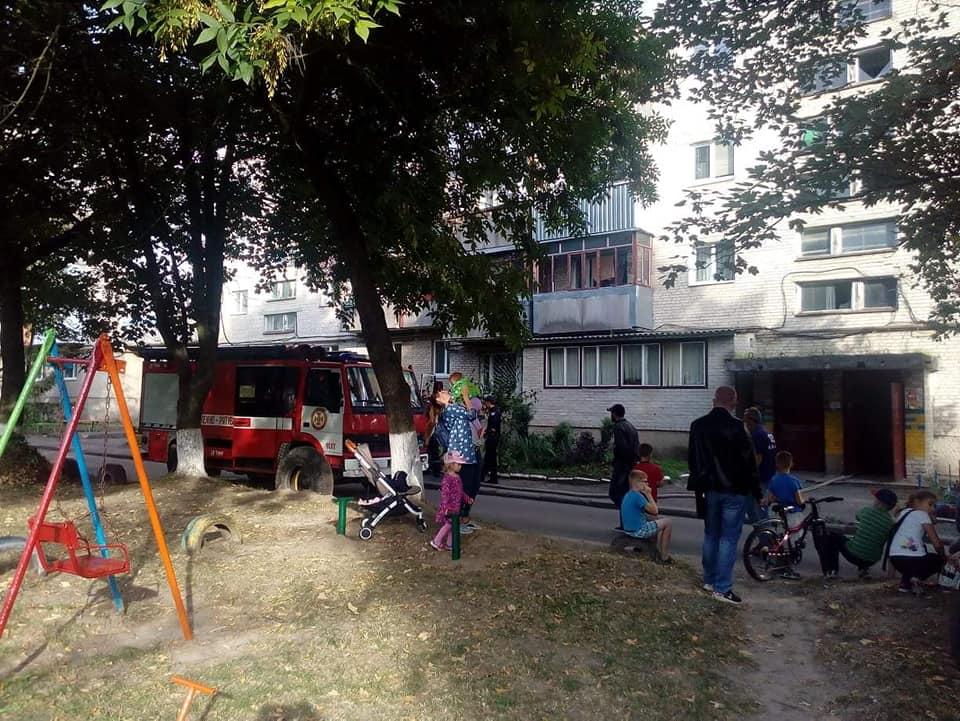 Повідомили деталі пожежі у Луцьку: діти та бабуся у лікарні, сусід із опіками