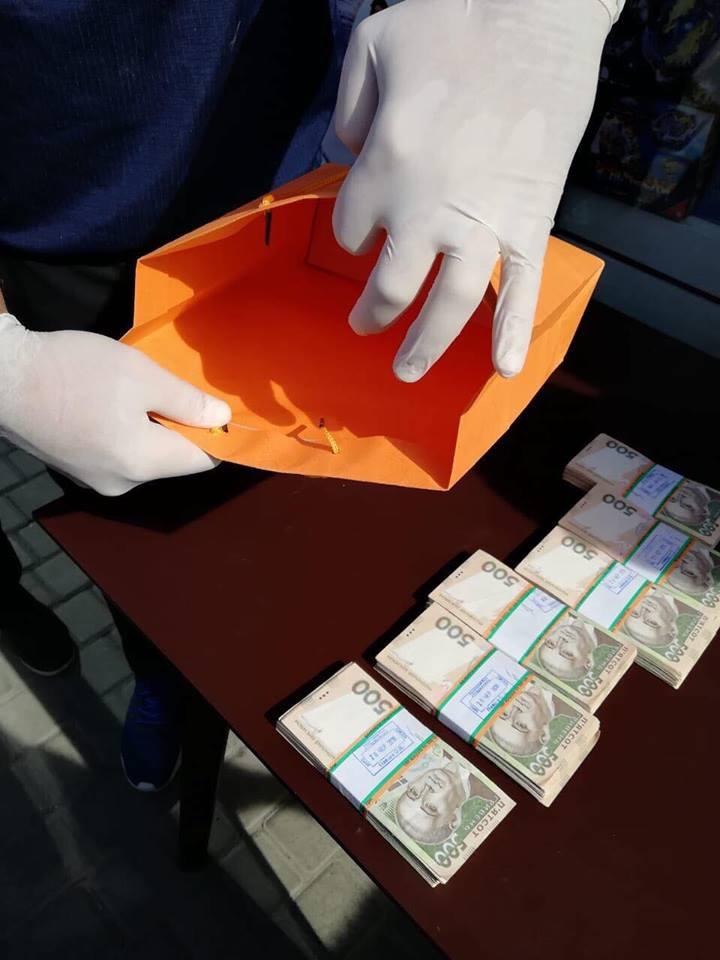 Директора Волинського облавтодору затримали на хабарі у 300 тисяч гривень