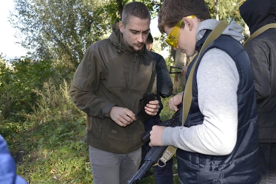Луцьких школярів навчали техніки поводження зі зброєю. ФОТО