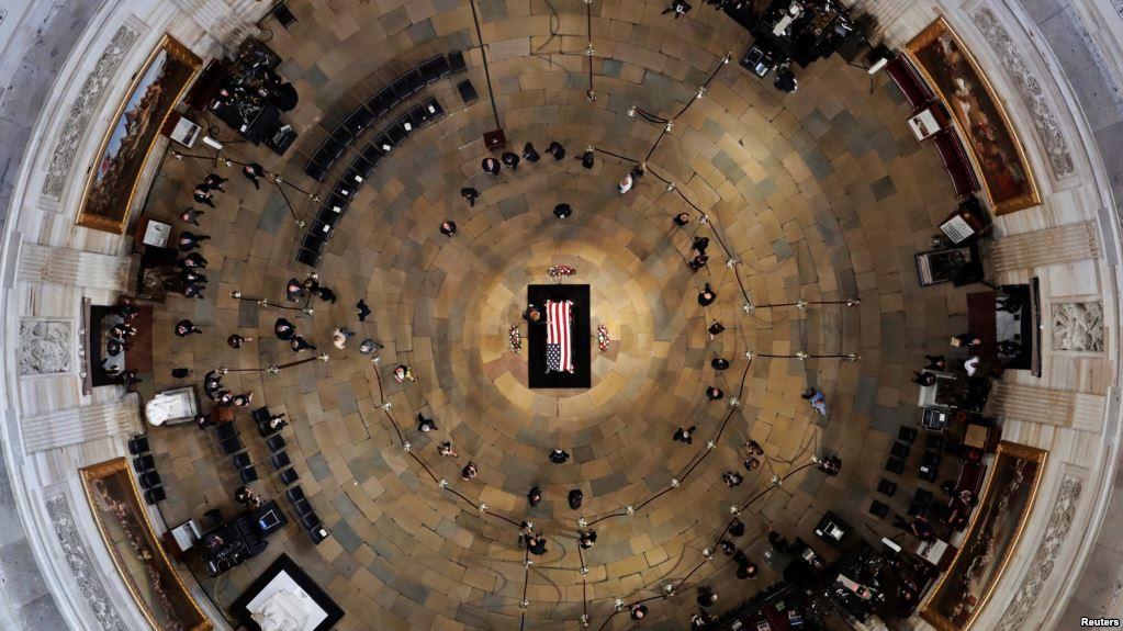 У США поховали Маккейна
