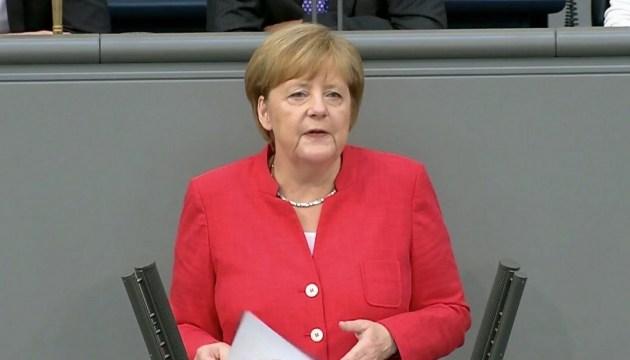 Меркель визнала проблему мігрантів складнішою за фінкризу 10 років тому