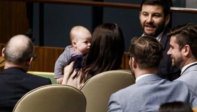 Вперше в історії: прем'єрка Нової Зеландії взяла на Генасамблею ООН немовля