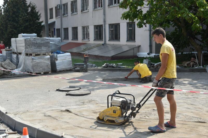 У центрі Луцька ремонтують вулицю. ФОТО