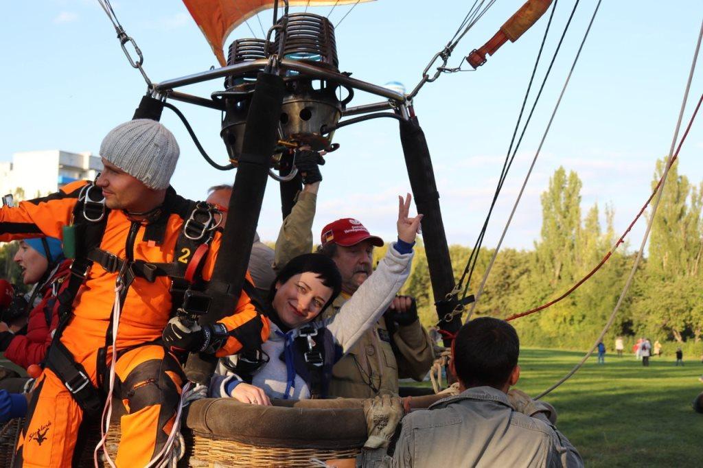 В Україні встановили новий рекорд – перший тандем-стрибок з парашутом з повітряної кулі