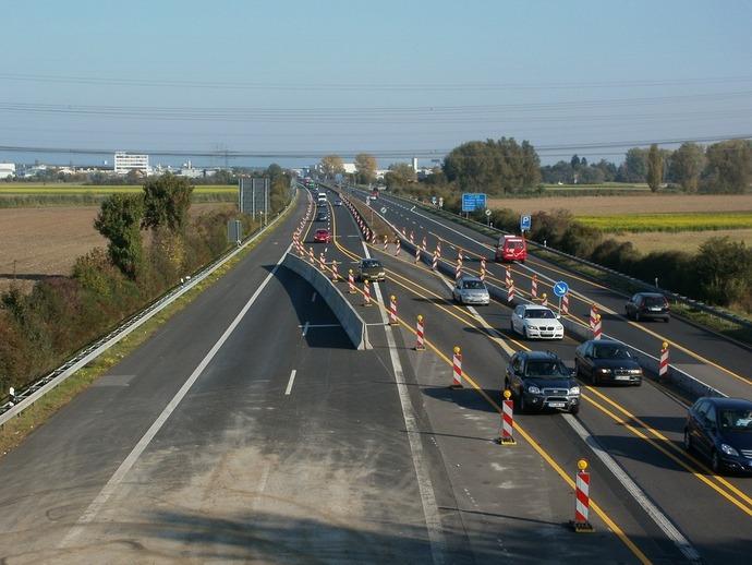 Уряд перерозподілив кошти на ремонт доріг