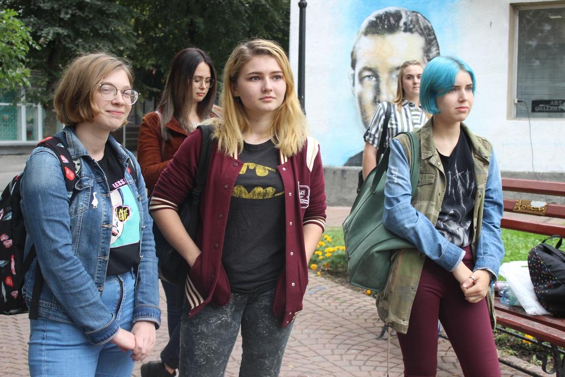Наркотики, реп та дідусь із Симоненком: у Луцьку відбувся поетичний слем