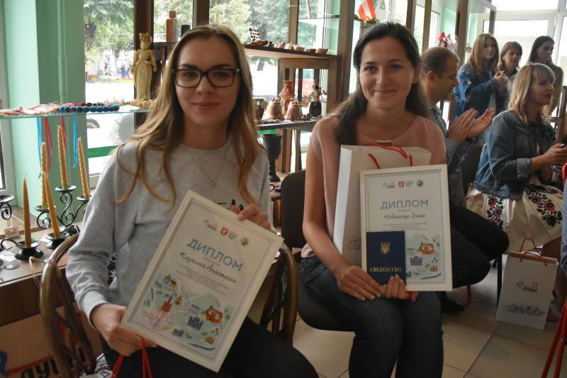 Випускники першої у Луцьку «Школи екскурсовода» отримали дипломи. ФОТО