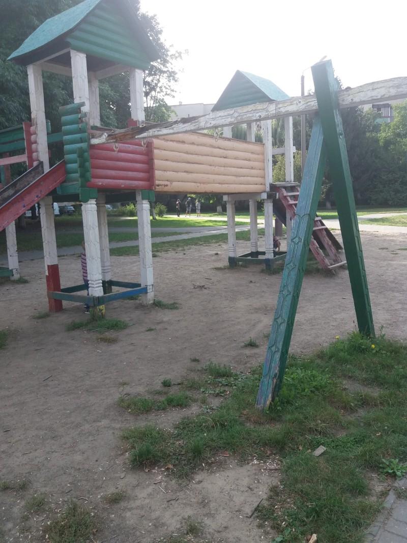 У Луцьку переобладнають два дитячі майданчики