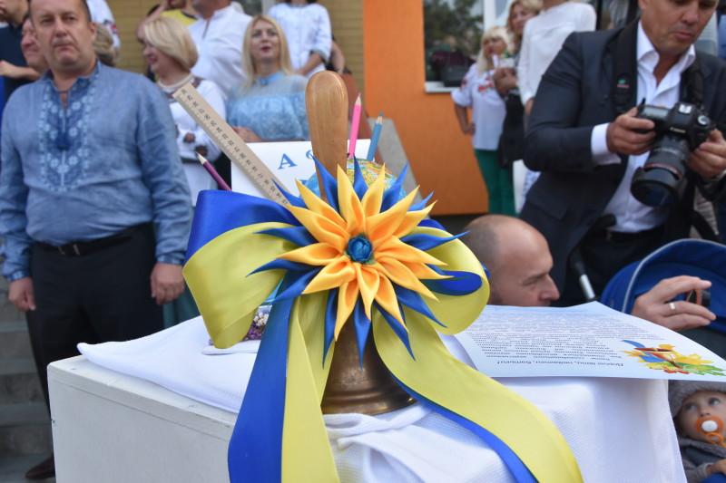 У школах міста Луцька відзначили 1 вересня. ФОТО