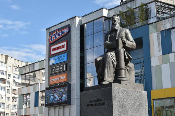 Лучани вшанували пам'ять Михайла Грушевського. ФОТО