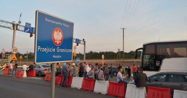 Кількість заяв про працевлаштування українців у Польщі зменшилась на 25 %