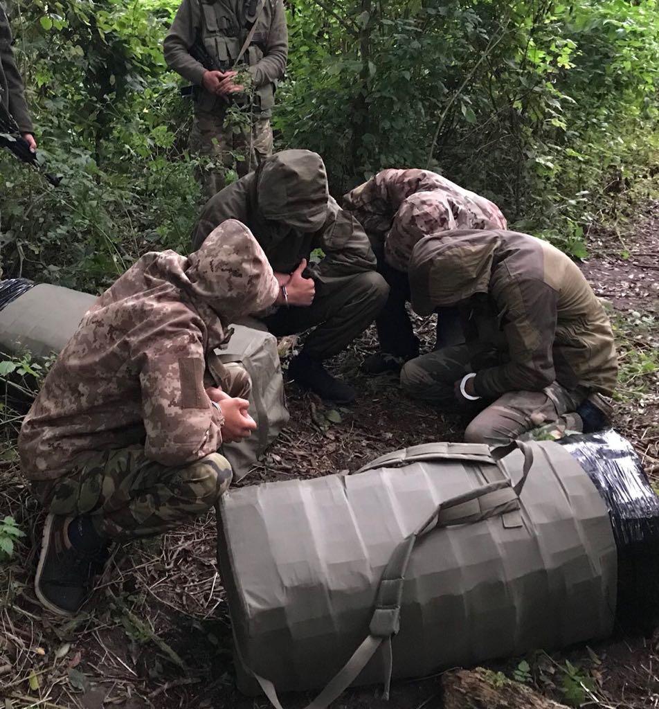 Волинські прикордонники виявили контрабандистів із тютюновим товаром