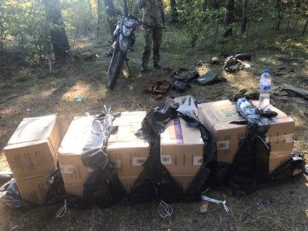 На Волині затримали чоловіка, який намагався переправити до Польщі контрабандні сигарети