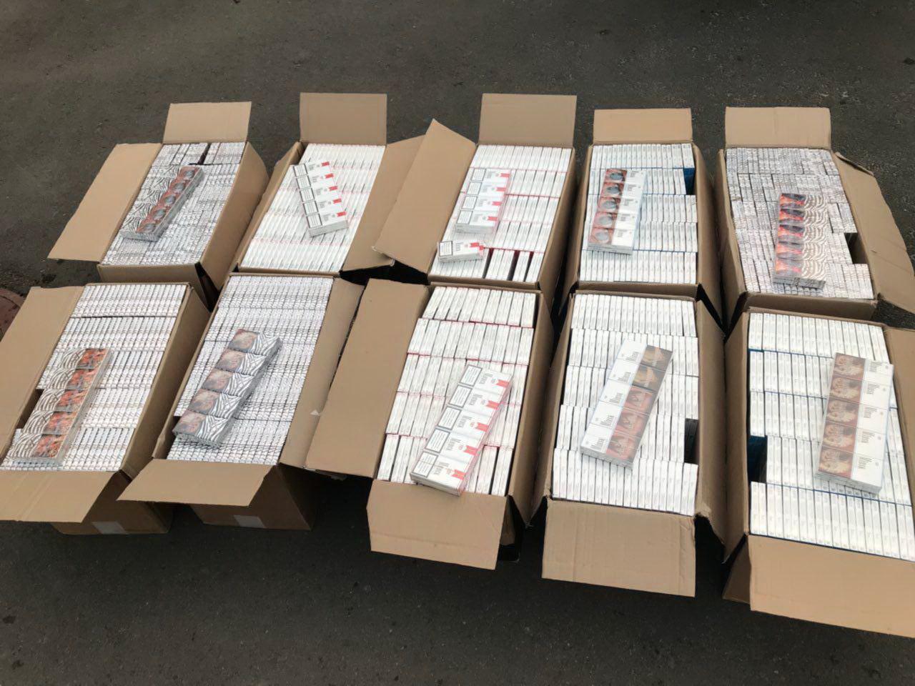 Волинські прикордонники затримали «УАЗ» з контрабандними цигарками. ФОТО