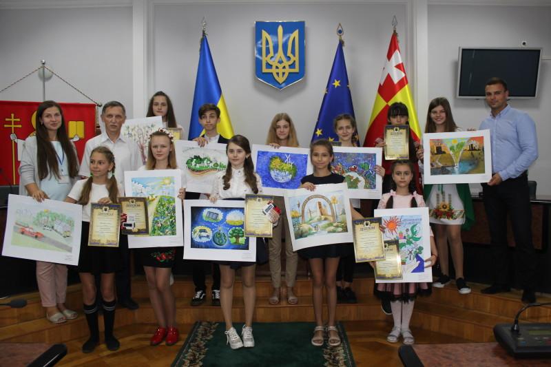 У Луцьку переможці конкурсу малюнків екологічного спрямування отримали подарунки