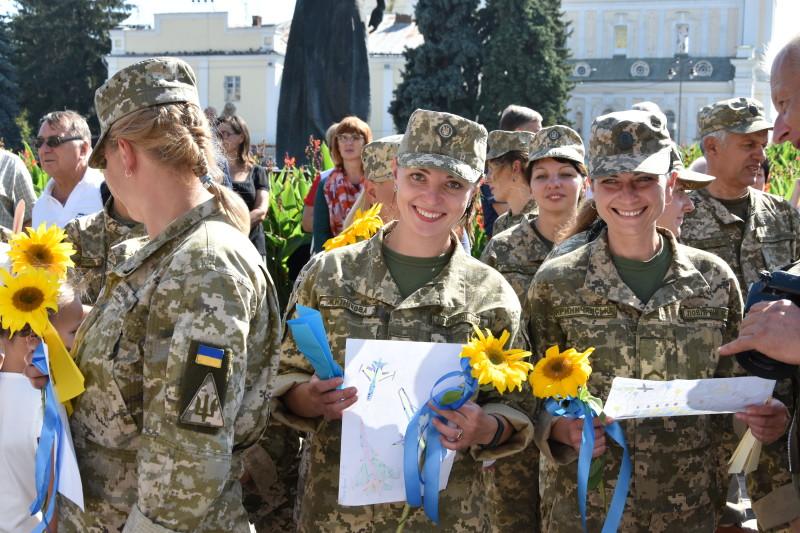 У Луцьку зустріли 204-ту Севастопольську бригаду тактичної авіації