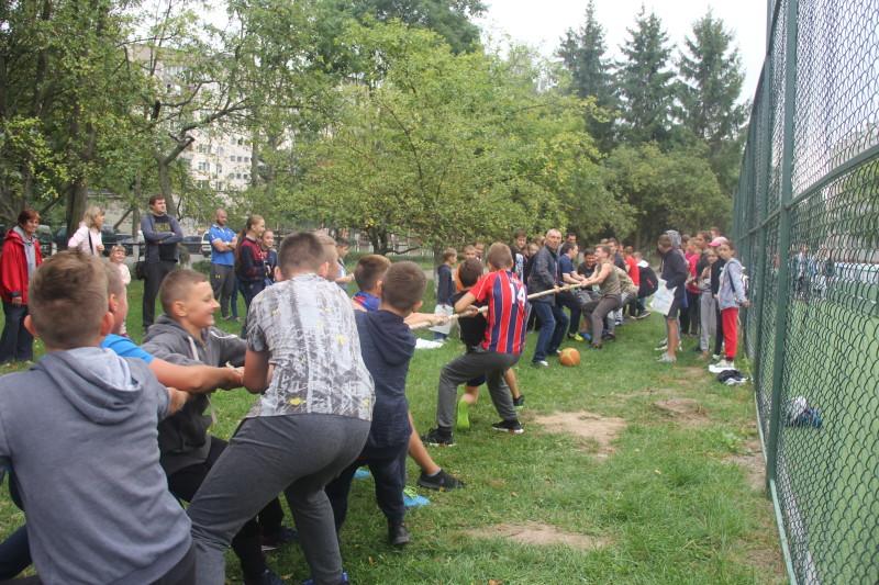 У Луцьку в мікрорайоні влаштували спортивне свято. ФОТО
