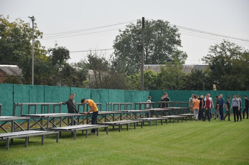 На стадіоні у мікрорайоні Вересневе тривають останні приготування до відкриття
