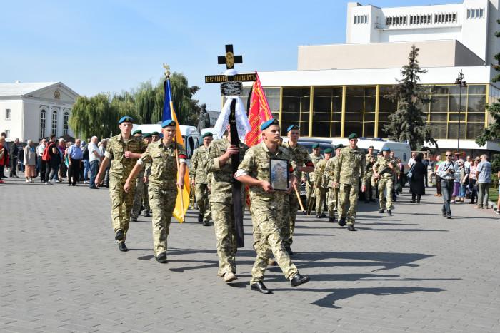 Лучани попрощалися із загиблим в Іловайському котлі Юрієм Лавренчуком. ФОТО