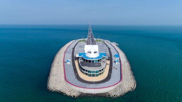 У Китаї відкрився найдовший у світі міст над морем
