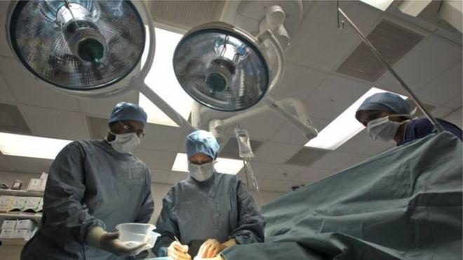 У Британії зробили операцію на хребті ще ненародженим дітям