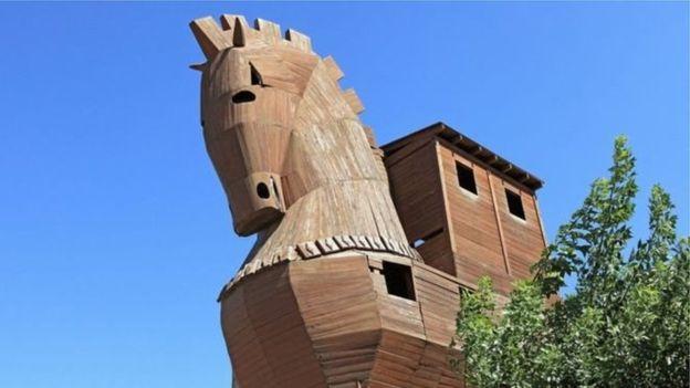 Вчені винайшли «троянського коня» серед антибіотиків: як він працює