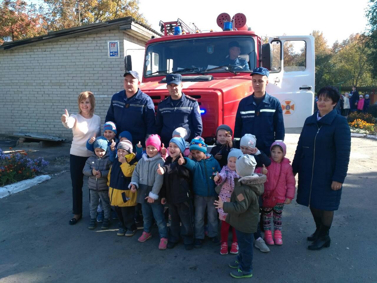 Луцькі рятувальники завітали до дошкільнят. ФОТО