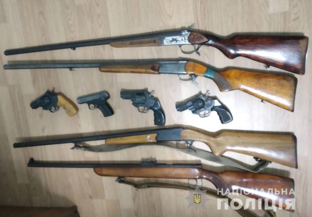На Волині завершується місячник добровільної здачі зброї