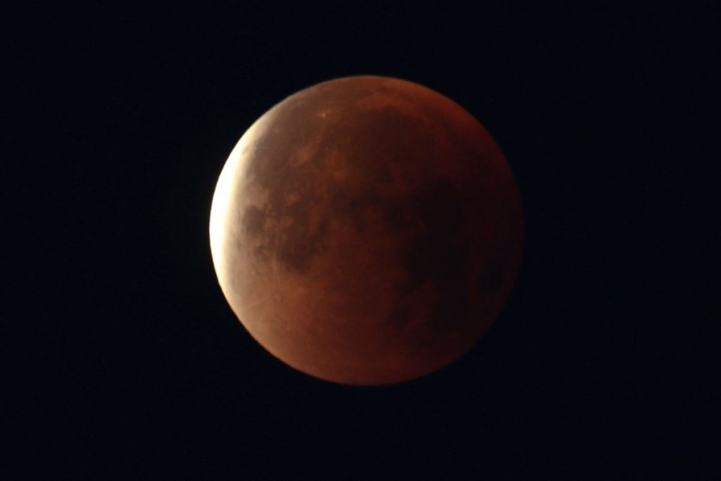 На Місяць відправлять «капсулу часу» з інформацією на ДНК