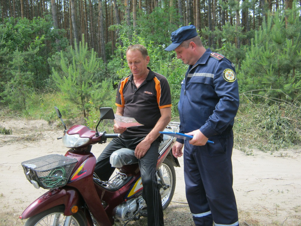 На Волині вогнеборці роз'яснювали людям основні правила пожежної безпеки