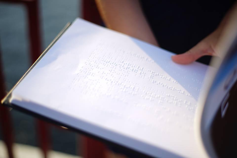 Волинській бібліотеці подарували «книгу для всіх»