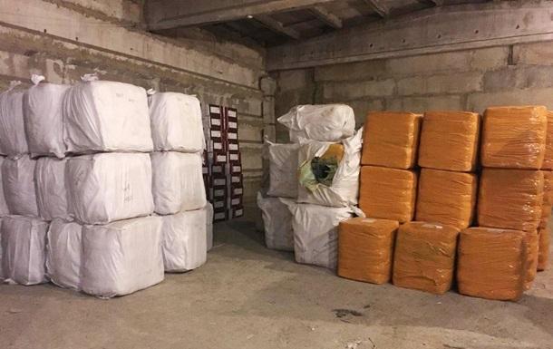 На Одещині виявили 30 тонн контрабандного одягу з Китаю