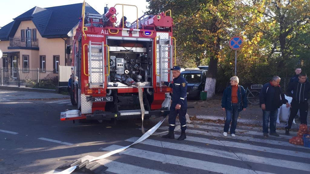 У Нововолинську гасили «пожежу» на ринку. ФОТО