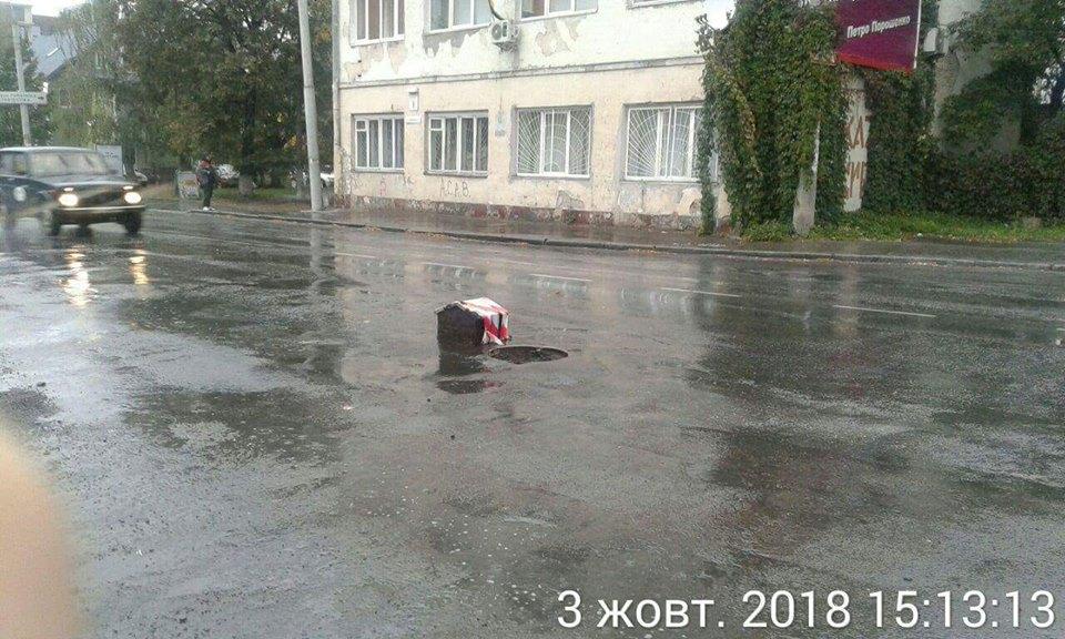 Муніципали видали припис на працівника КП «Луцькводоканал» через несправний люк