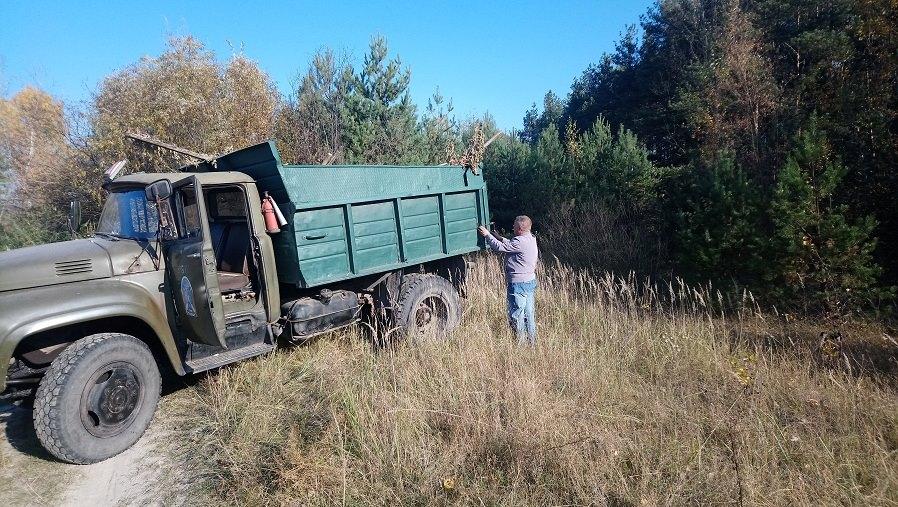 Ковельська автошкола незаконно вивезла сміття на територію Дубівської громади. ФОТО